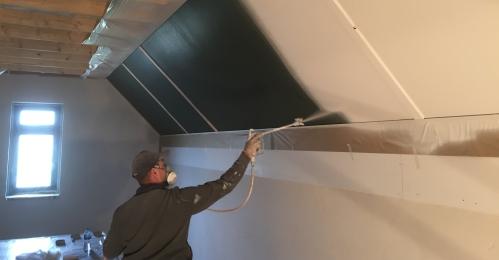Ook zolders kunnen met gemak worden gespoten, Brinkhil Schilderwerken